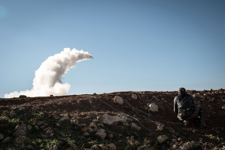 Tir de missile par des rebelles syriens à Albab. | 18 janvier 2013