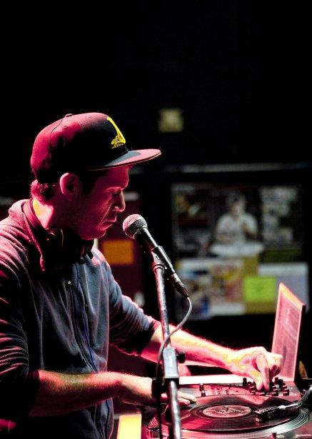 Le DJ Horg accompagne le rappeur d'origine autochtone Samian (Marco Campanozzi, La Presse)