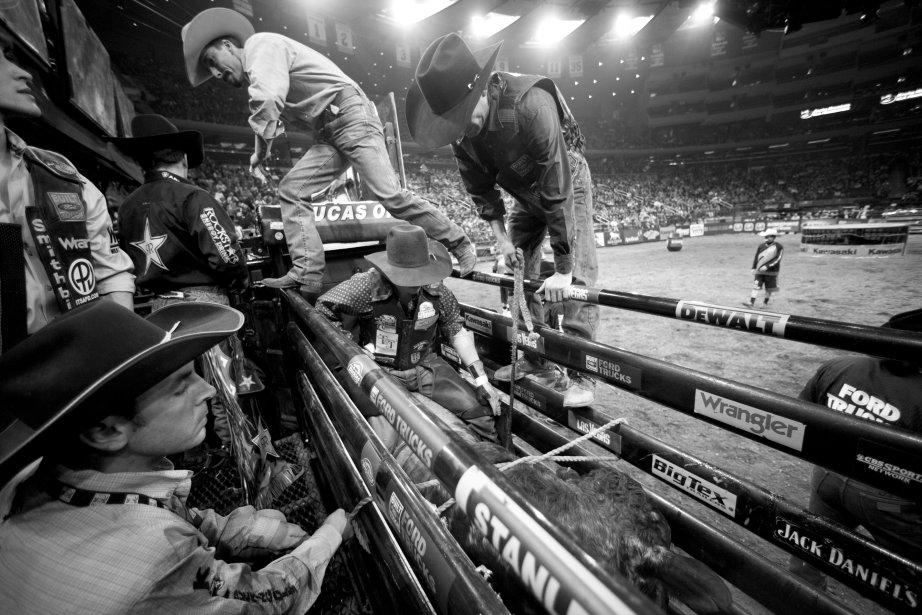Des cowboys se préparent à entrer dans l'arène. | 18 janvier 2013