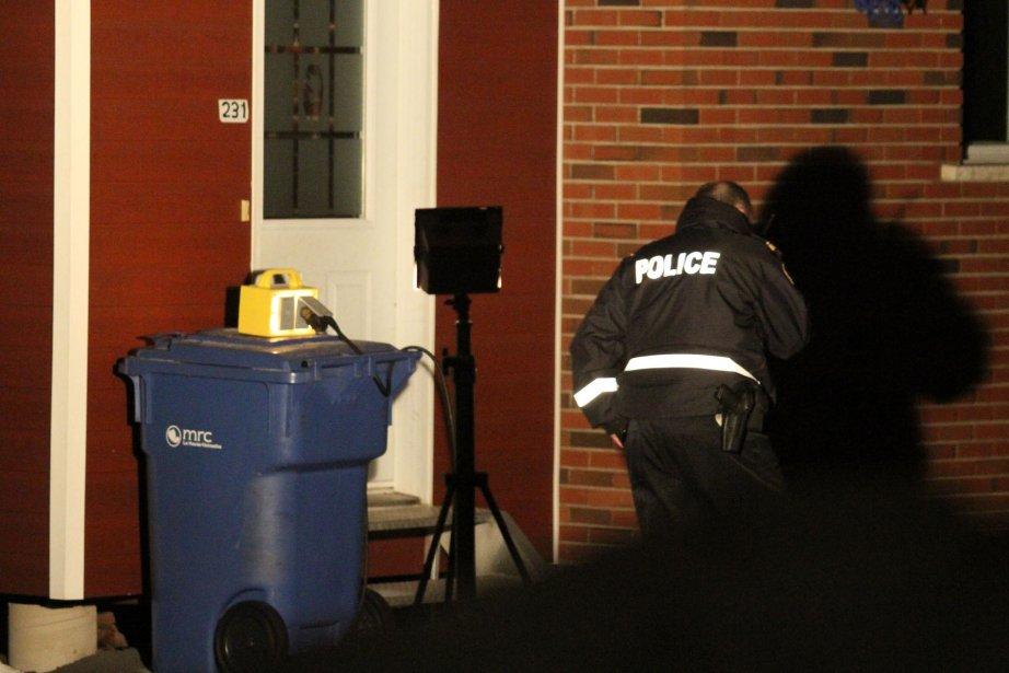 Perquisition dans un logement de la rue Court, à Granby, à la recherche d'un suspect de vol. | 18 janvier 2013