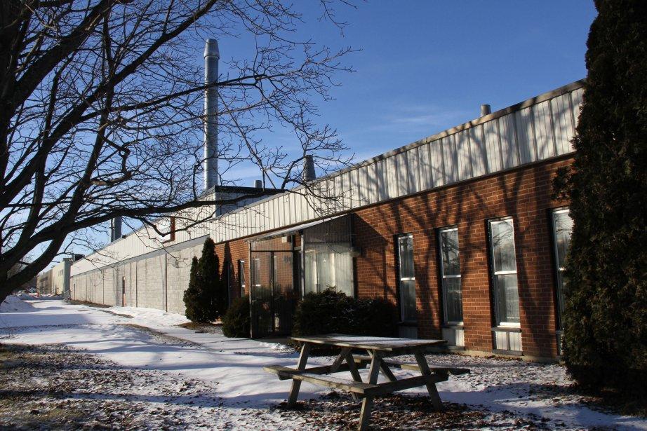 L'ex-usine de Shermag à Granby. | 18 janvier 2013