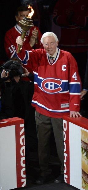Jean Béliveau a effectué un retour au Centre Bell et il a reçu une belle ovation de la foule. | 19 janvier 2013