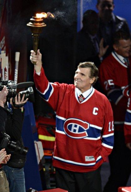 Serge Savard portant le flambeau bien haut. (PHOTO BERNARD BRAULT, LA PRESSE)