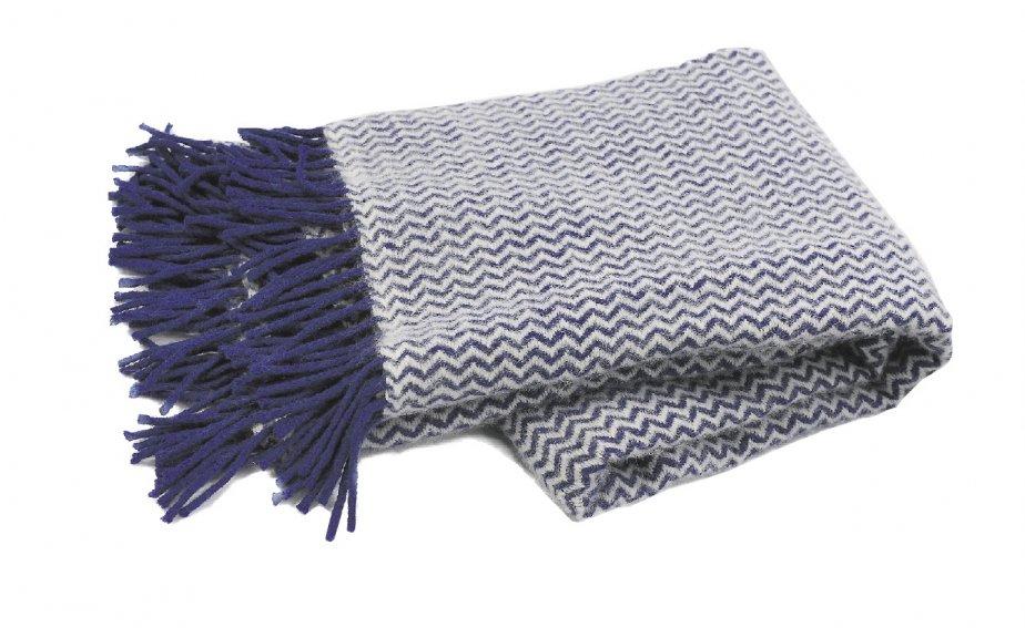 Jeté à chevrons en laine d'agneau, 119,99$ chez Signature Maurice Tanguay, Place Ste-Foy, Québec, 418650-6244 | 20 janvier 2013