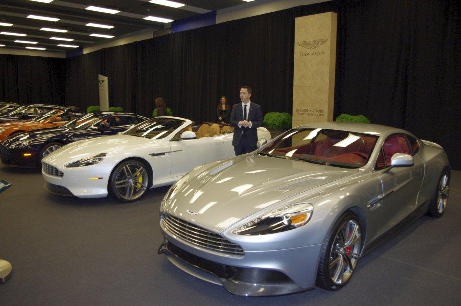Matthew Clarke, directeur des communications chez Aston Martin Amériques a présenté en primeur canadienne la DB9 Volante (à gauche) et la Vanquish. Deux modèles de sportives de grand luxe valant entre 200 000 et 300 000 $. | 20 janvier 2013