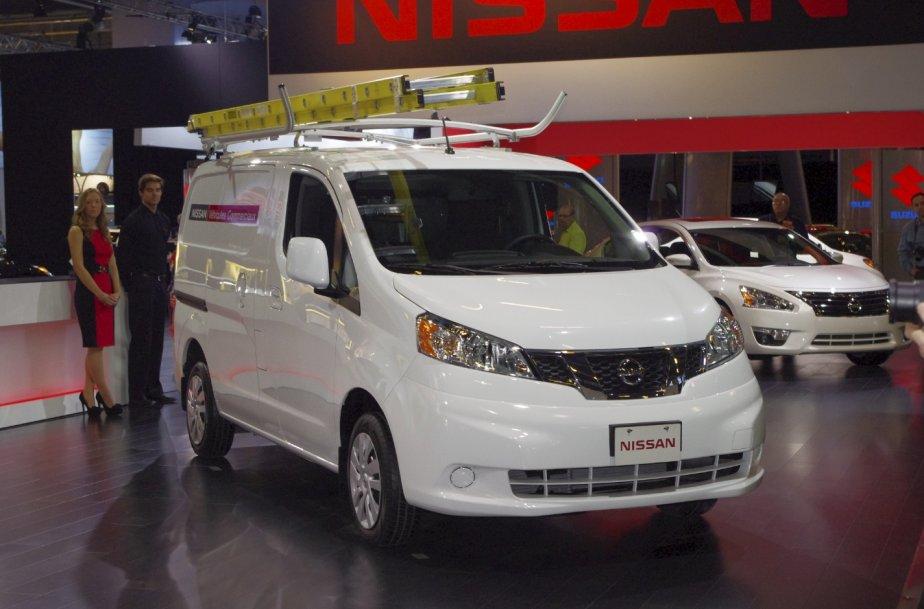 Nissan a dévoilé en primeur canadienne son nouveau fourgon NV200. Ce véhicule s'ajoute au segment «encore jeune» des fourgons compacts, occupés entre autres par le Ford Transit Connect et le Ram Cargo Van. | 20 janvier 2013