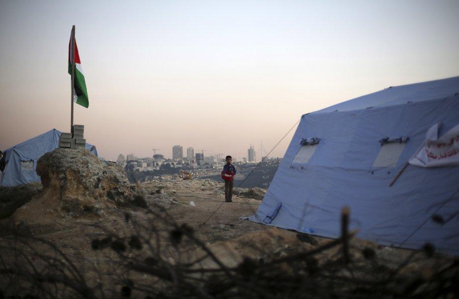 Des Palestiniens ont planté des tentes dans le village de Beit Iksa, entre Ramallah et Jérusalem, pour protester contre une barrière qu'Israël entend construire, qui les coupera de leurs terres. | 21 janvier 2013