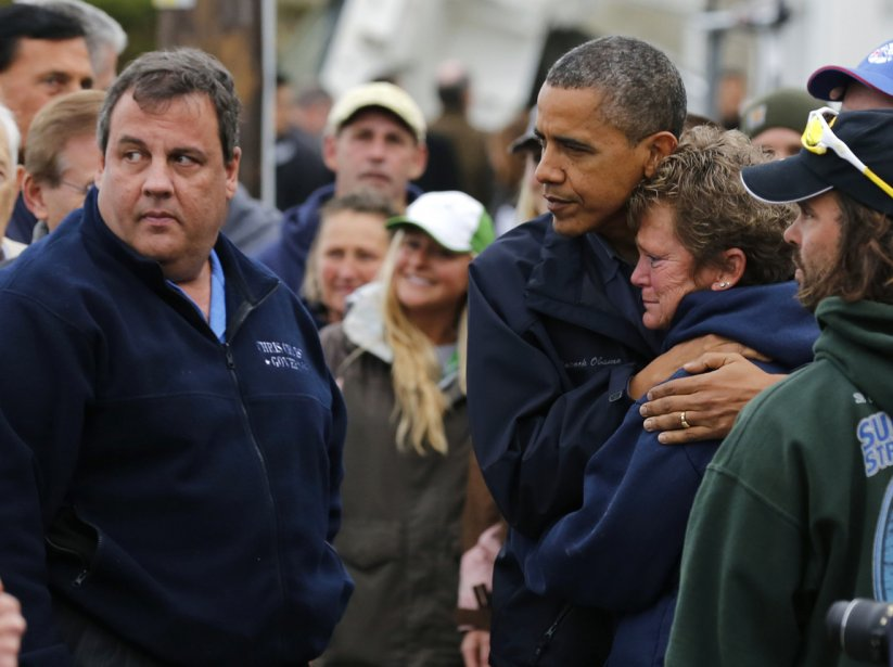Le gouverneur du New Jersey,m Chris Christie et le Président Am.rican Barack Obama réconfortent des victimes de l'ouragan Sandy, le 31 octobre 2012. | 21 janvier 2013