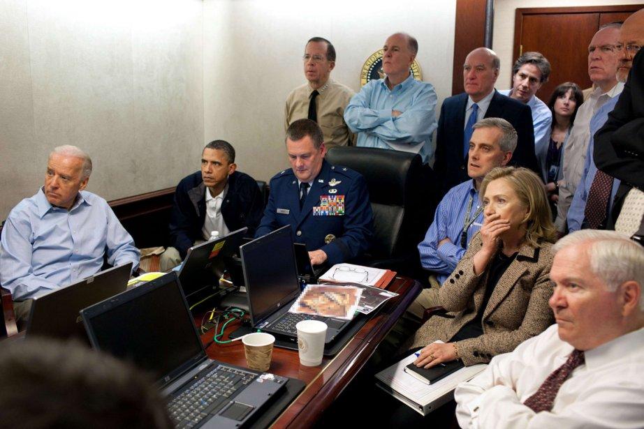 Barackl Obama et les membres de son conseil de sécurité observent les rapports de la mission ayant pour but la capture d'Oussama Bin Ladin. | 21 janvier 2013