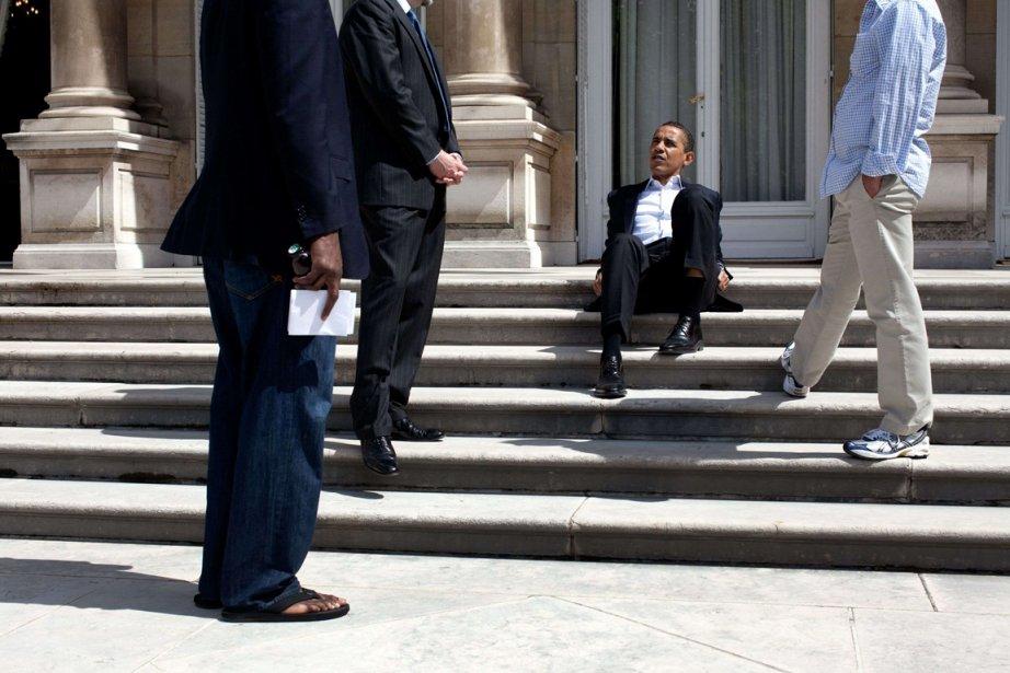 Moment de repos sur les marches de la résidence de  l'ambassadeur Américain  à Paris, le 7 juin 2009 | 21 janvier 2013