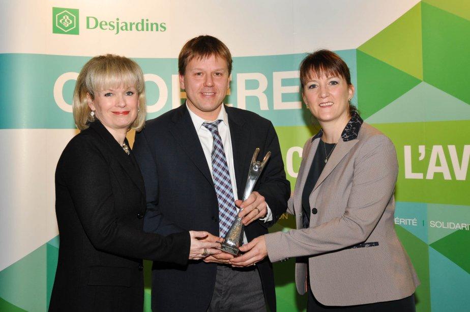 Bénévole par excellence. Julie Boulet, Jean Lemoyne (gagnant) et Linda Laquerre. | 21 janvier 2013