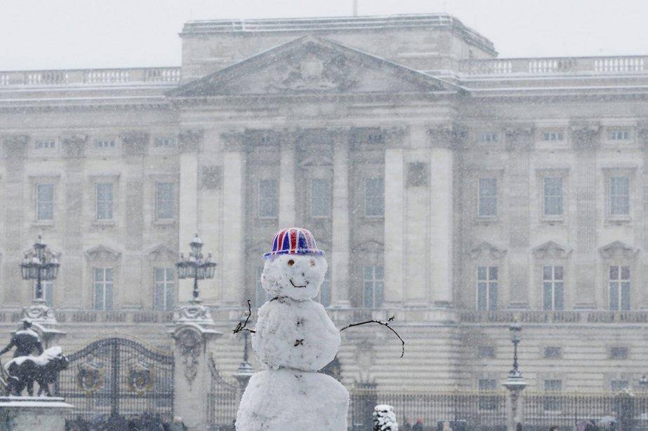 Bonhomme de neige devant le palais de Buckingham à Londres. | 21 janvier 2013