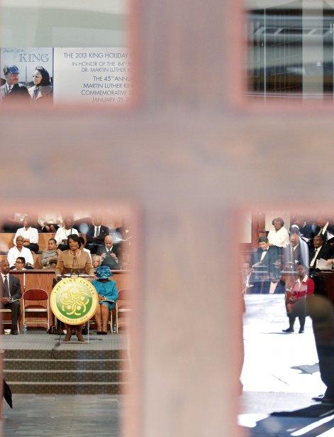 La Dre Bernice King (à gauche), présidente de la direction du King Center, prononce un discours à l'Ebenezer Baptist Church à l'occasion du 45e anniversaire de la mort de Martin Luther King, à Atlanta, en Géorgia. | 22 janvier 2013
