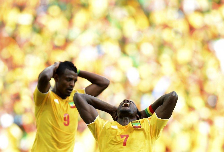 L'Éthiopien Saïd Ahmed (à droite) durant le match qui a opposé son équipe à la Zambie à la Coupe d'Afrique des Nations, au stade Mbombela, à Nelspruit, en Afrique du Sud. | 22 janvier 2013