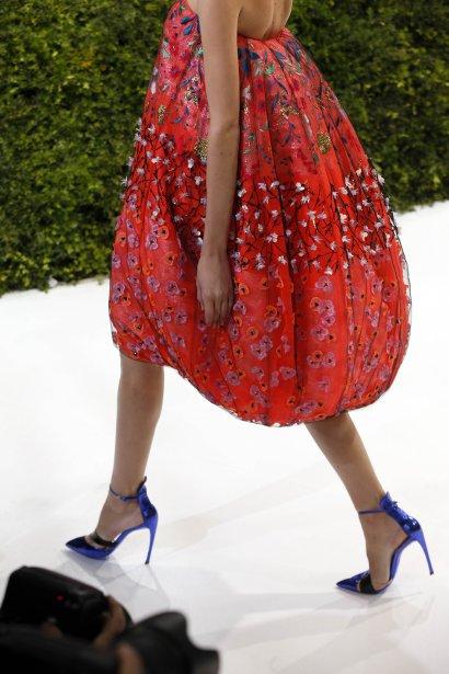 Un mannequin porte une création du Belge Raf Simons pour Christian Dior au défilé Haute Couture printemps-été 2013 à Paris. | 22 janvier 2013