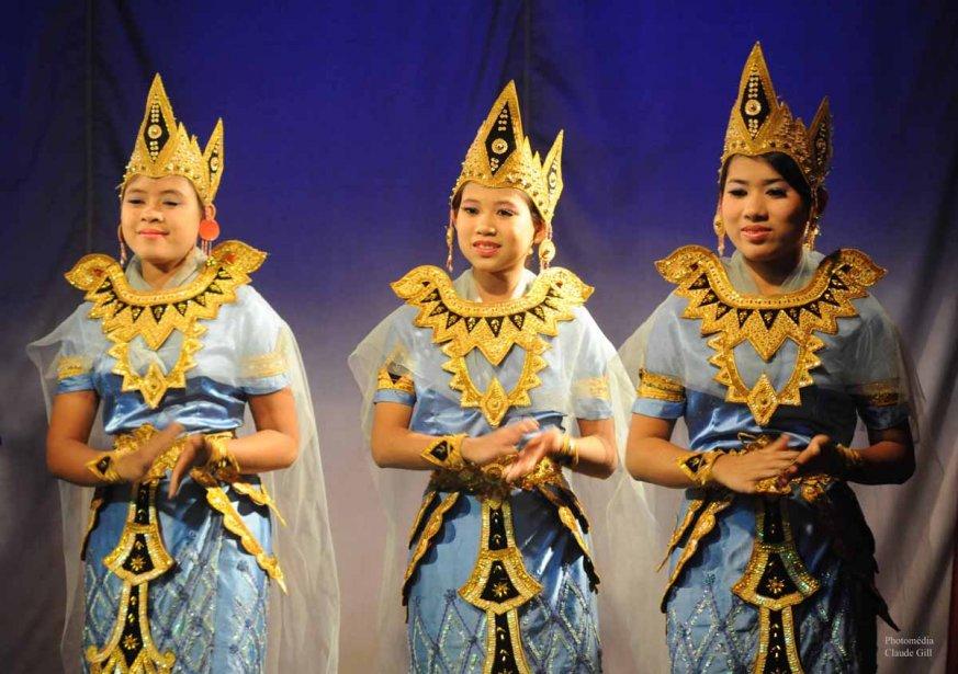 Quelques danseuses qui faisait partie du spectacle de musique et de danse traditionelles au Mintha Theater de Mandalay. (Claude Gill)
