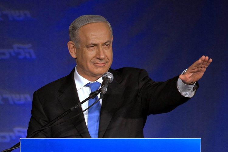Benyamin Nétanyahou a salué ses partisans mardi soir... (Photo: AFP)