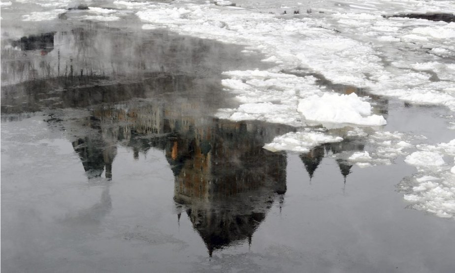 Le froid extrême a inspiré notre photographe Erick Labbé, qui a saisi cette image «glaciale» du Château Frontenac. (22 janvier) | 23 janvier 2013