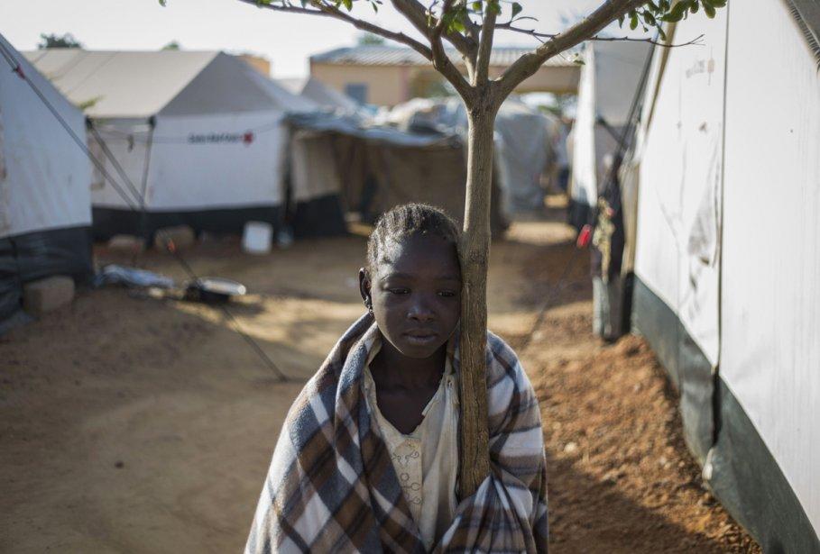 Une jeune déplacée au camp de Sevare... | 2013-01-23 00:00:00.000