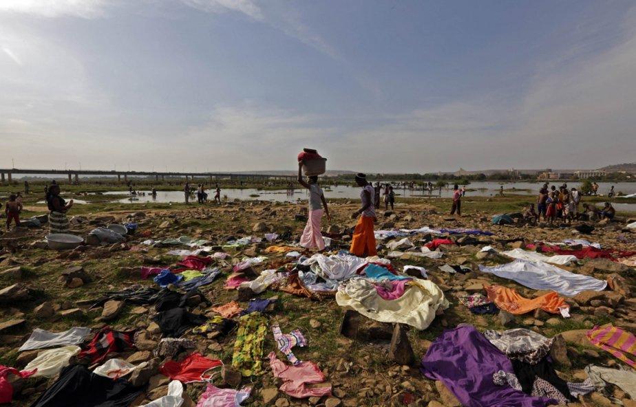 Corvée de lessive en bordure du Niger | 23 janvier 2013