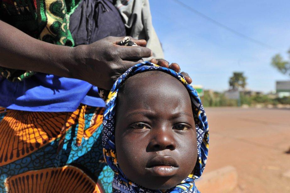 Une déplacée et sa mère au camp de Niono.  Les deux ont fait de six jours a pieds entre Diabaly et Niono. | 23 janvier 2013
