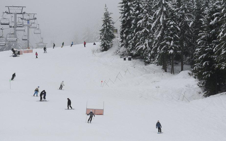 Cette piste de ski mène directement les skieurs dans le village de Whistler. | 23 janvier 2013