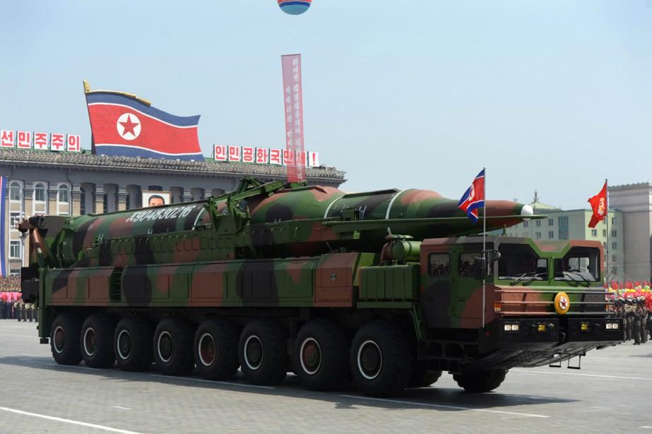 Un véhicule militaire transporte ce qui pourrait être... (PHOTO PEDRO UGARTE, ARCHIVES AFP)