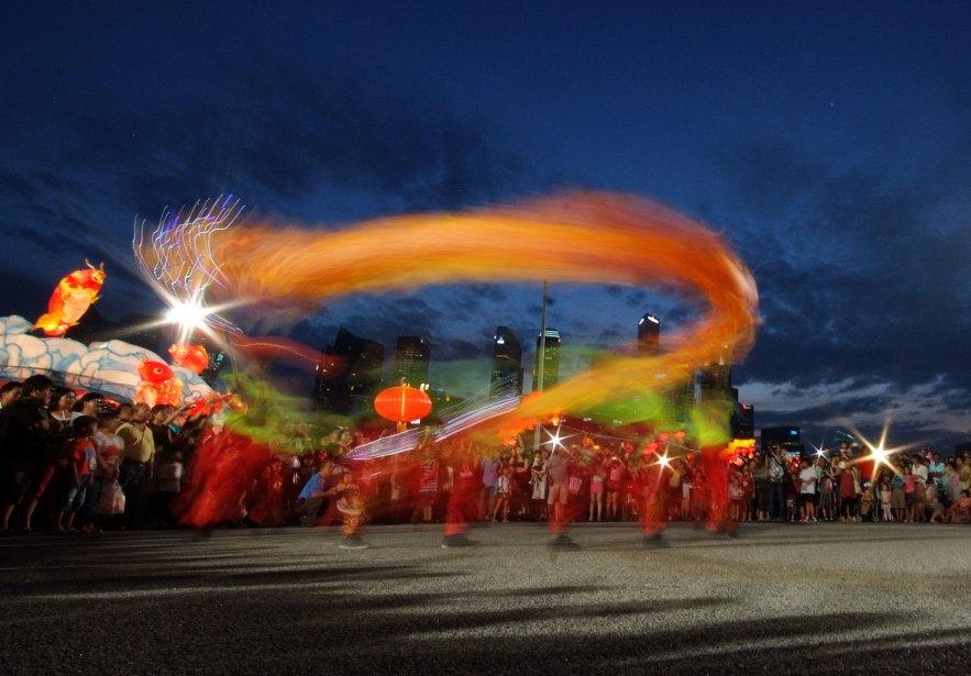Danse du dragon au festival de la rivière Hongbao, à Singapour, à l'occasion du Nouvel An chinois. L'année du Dragon a commencé le 23 janvier. | 24 janvier 2013