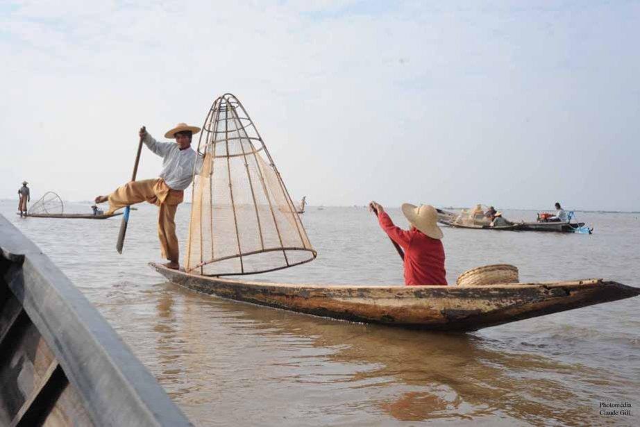Des pêcheurs sur le lac.  Innlay Lake. (Photo: Claude Gill)