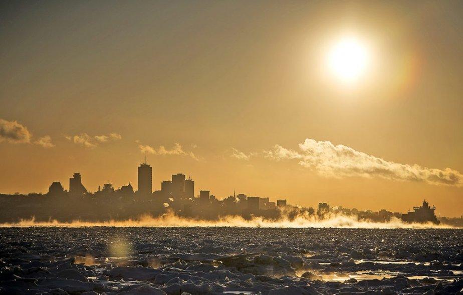 Au tour de notre photographe Steve Deschênes d'offrir une vue magnifique de Québec aux prises avec le froid extrême. (23 janvier) | 24 janvier 2013