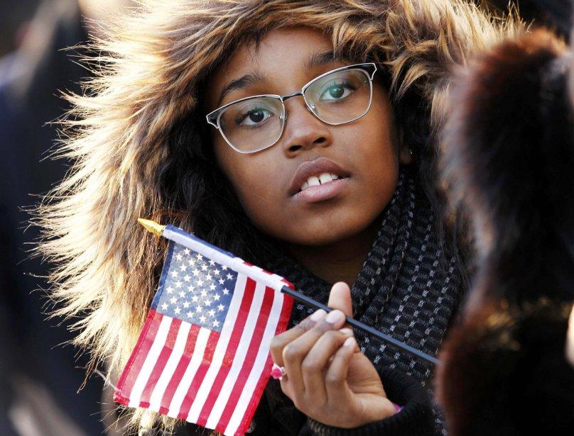 Une spectatrice lors de la parade inaugurale à Washington... | 2013-01-24 00:00:00.000