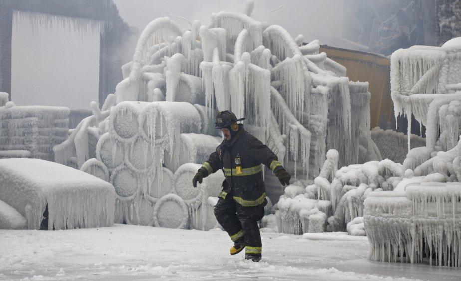Un pompier de la ville de Chicago sur le site d'un incendie. | 24 janvier 2013
