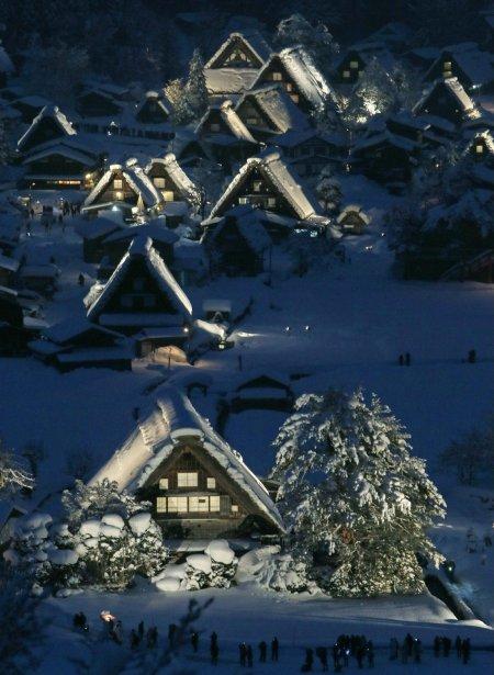 Scène hivernale dans le village de Shirakawa au Japon | 24 janvier 2013