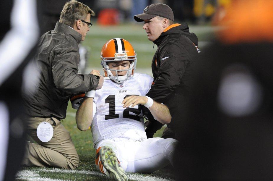 Colt McCoy desBrowns deCleveland après un sévère plaquage... (Photo archives AP)