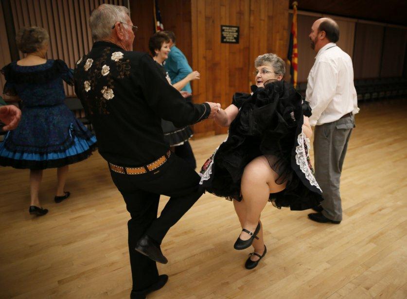 Robert Harker, 73 ans, et sa femme Nancy à une réunion du club de danse carrée de Sun City. | 24 janvier 2013