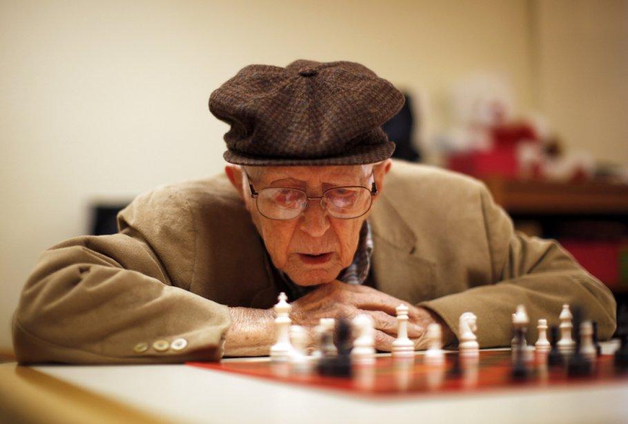 Partie d'échecs à laquelle participe Earl Gilbert, 98 ans. | 24 janvier 2013