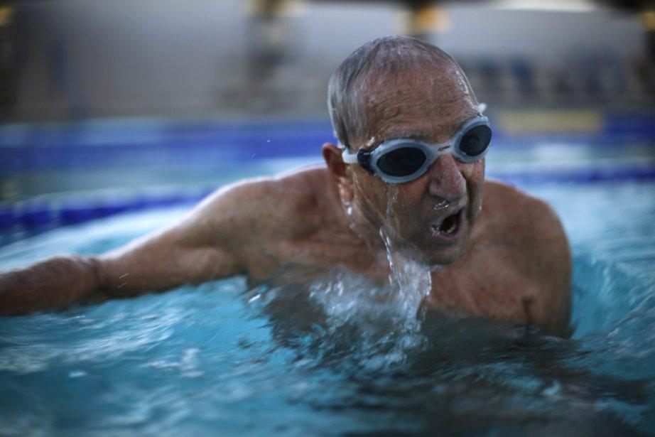 John Longo, 88 ans, s'entraine pour les championnats de natation pour personnes âgées. | 24 janvier 2013