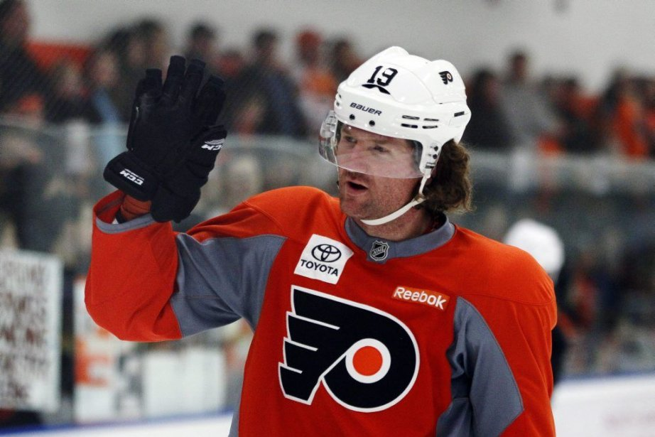 Scott Hartnell a été atteint au pied par... (PHOTO TOM MIHALEK, AP)