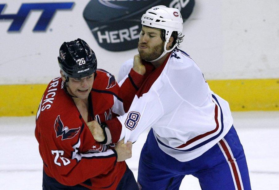 Matt Hendricks (26) affronte Brandon Prust dans un combat disputé en troisième période. | 24 janvier 2013