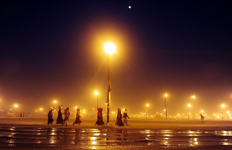 Des pèlerins hindous arrivent à la Kumbh Mela à Allahabad, en Inde. | 25 janvier 2013