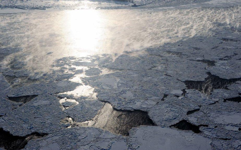 Le Soleil est monté à bord d'un hélicoptère de la Garde-côtière pour assister à une patrouille quotidienne de surveillance des glaces d'Environnement Canada. | 27 janvier 2013