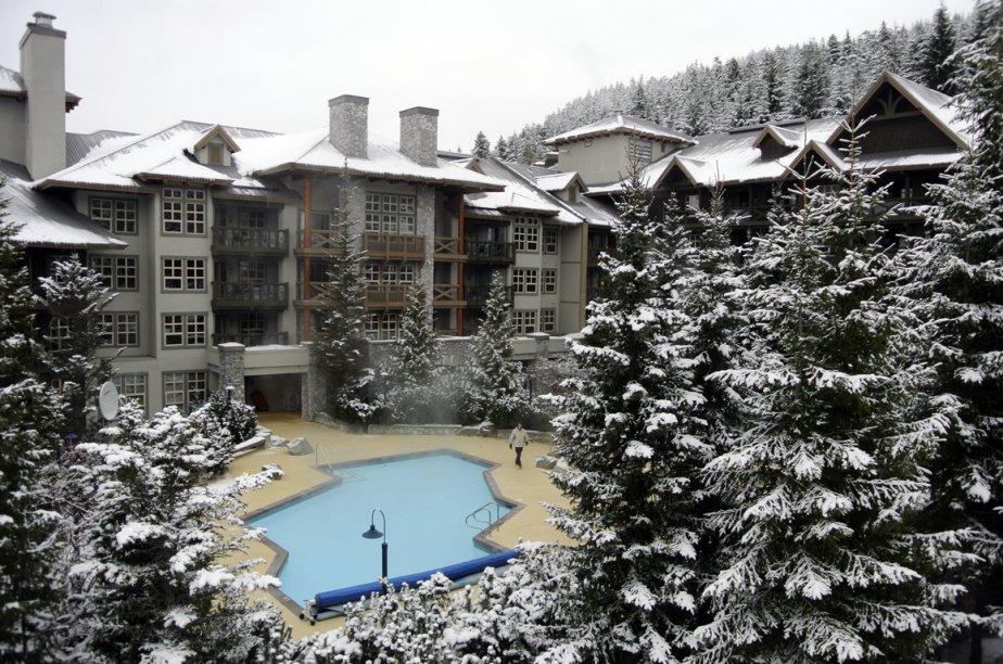 La piscine de l'hôtel Coast Blackcomb Suites. | 28 janvier 2013
