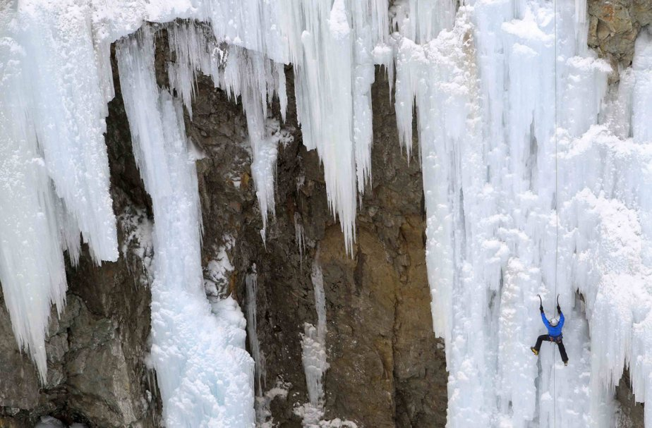 Escalade sur glace à Pontresina, en Suisse. | 29 janvier 2013