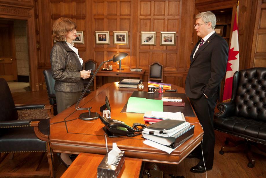 Avant la période de questions, il a rencontré Marjory LeBreton, leader du gouvernement au Sénat. | 29 janvier 2013
