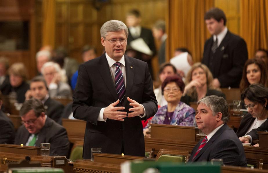 Il répond à la première question durant la première période de questions de la nouvelle session. | 29 janvier 2013