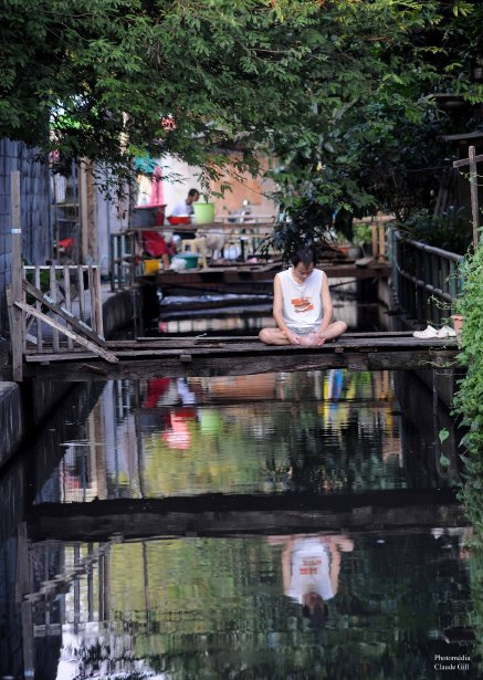 Réflexion sur les khlongs. Bangkok (Photo: Claude Gill)
