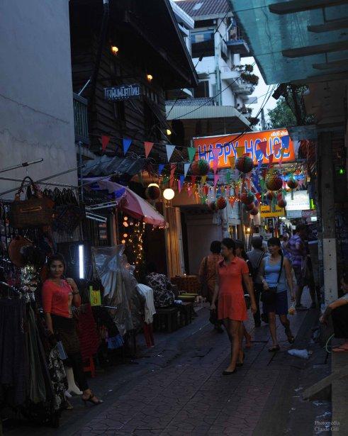 Le passage menant à la guesthouse Happy House. Près de ma guesthouse, c'était l'endroit où j'avais un accès internet. Bangkok (Photo: Claude Gill)