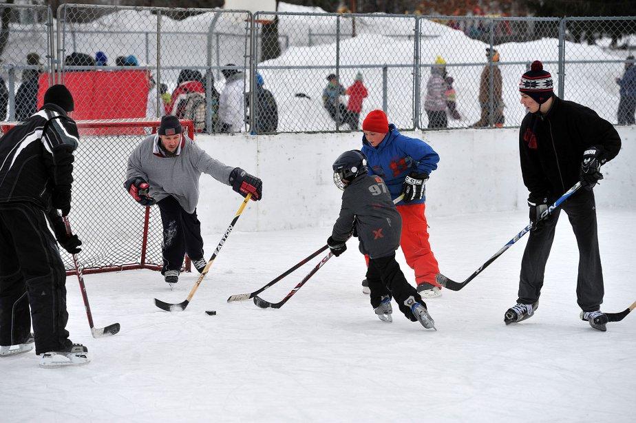 Partie de hockey au Carnaval de quartier de Sainte-Marguerite. | 29 janvier 2013