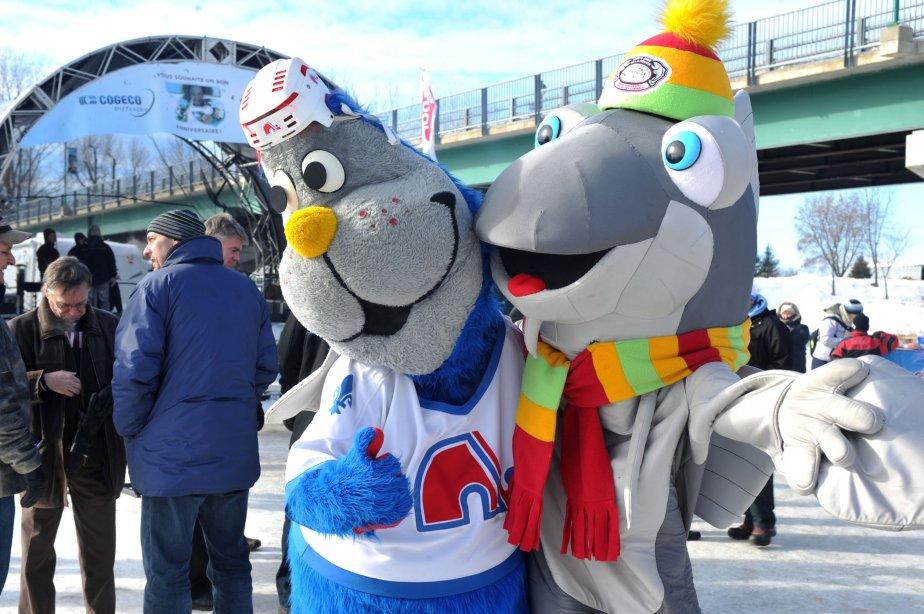 Plusieurs anciens joueurs des Nordiques de Québec ont signé des autographes à Sainte-Anne-de-la-Pérade. Les mascottes Badaboum et Gigoteau étaient aussi sur place pour amuser les petits et grands. | 29 janvier 2013