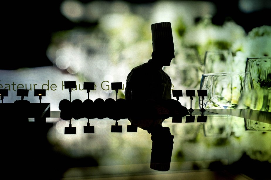 Un chef au travail à l'ouverture du Salon international de l'hôtellerie et de la restauration, qui avait lieu à Lyon du 26 au 30 janvier. | 30 janvier 2013